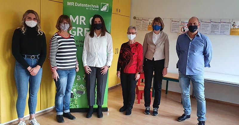 Gruppenbild Spendenübergabe Kinderschutzbund Erlangen